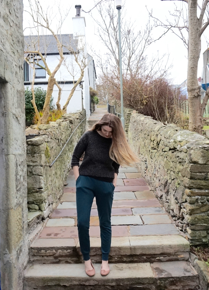 Teal Hudson Pants (attieanddora.com) sewing shetland